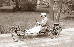Small-Car (Source: http://www.old-picture.com/american-history-1900-1930s/Small-Car.htm)