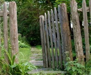 Open Gate (Source: http://1.bp.blogspot.com/-tKJIA2k0lUI/TlfTwp-VMYI/AAAAAAAACyU/AGy2trPLhQY/s1600/DSC04578.JPG)