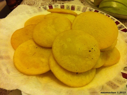 Noon gora: salty fried dough