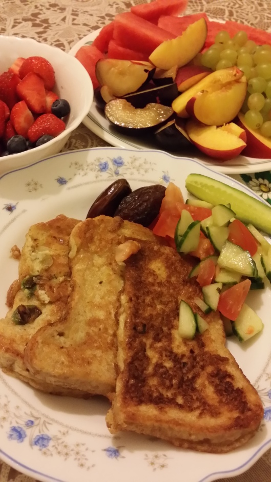 Eggy bread with lots of fruits ^_^
